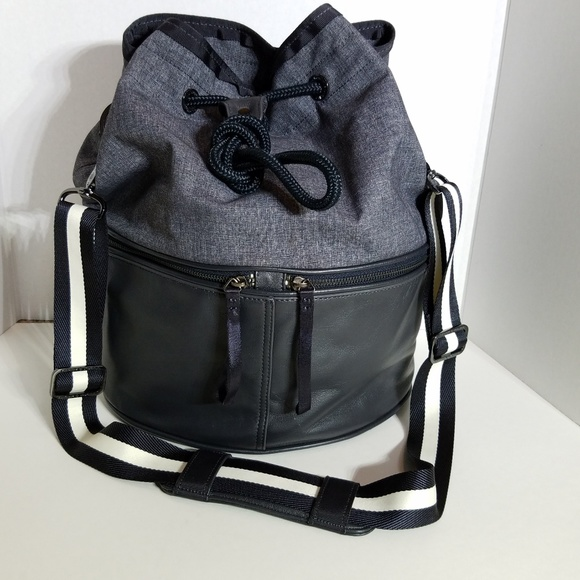 a7a7c9b2db7491 lululemon athletica Bags | Lululemon Method Bucket Bag | Poshmark